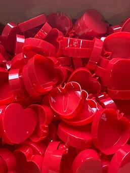 AR red heart boxes